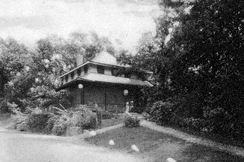 The Yin Hoo Cha Yuan Silver Lake Tea House was built in 1924 by Mrs. Ernest Hogg. She modeled her Minisink Hills tea room after the Empress Dowager's summer palace in China.