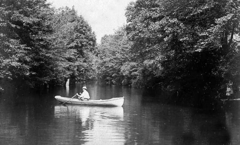 Canoeing at the dam in Bartonsville, circa 1908.